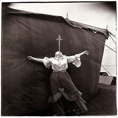 Diane Arbus image of a circus performer